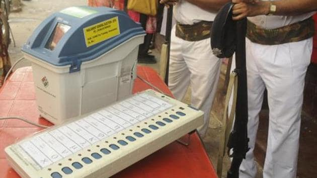 Replicas of EVM machine and VVPAT on display for voter awareness.(HT file photo)