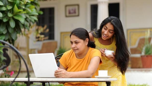Usually children's education expenses tend to eat into the retirement kitty of parents. Many are willing to let go of a comfortable old age life for their child's education.(Getty Images/iStockphoto)