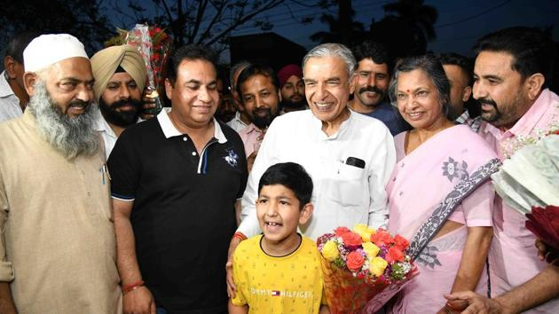 When the city goes to polls on May 19, it will be Bansal's eighth straight contest ever since he was given the Congress ticket for the first time in 1991.(HT Photo)