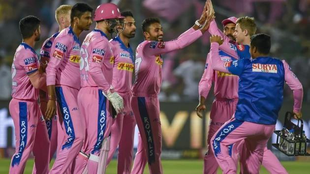 Shreyas Gopal celebrates the wicket of Virat Kohli with his teammates.(PTI)