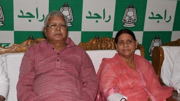 RJD Chief Lalu Prasad with former Bihar CM and senior leader Rabri Devi(HT File)