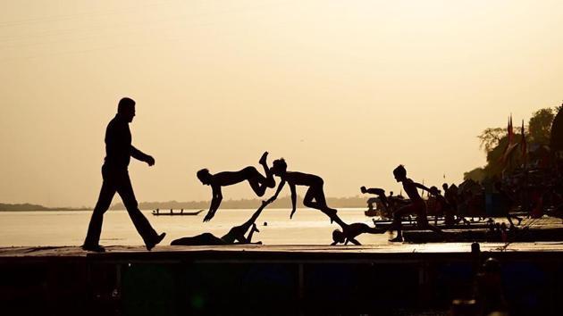 Salman Khan on the banks of Narmada where he is shooting Dabangg 3.