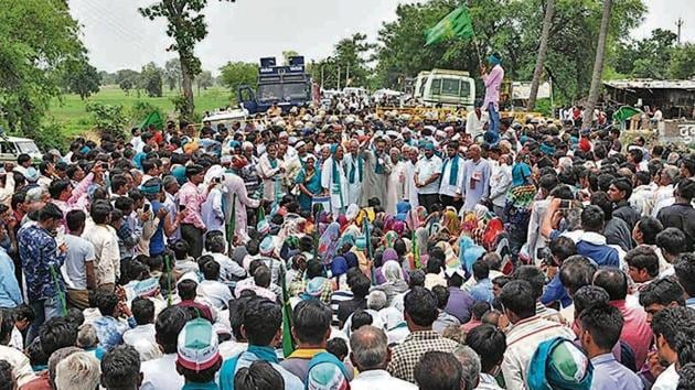 A condolence meeting in Mandsaur after police firing killed five in 2017, spotlighting the farm crisis that was a major issue in assembly polls a year later.(Mujeeb Faruqui/HT Photo)