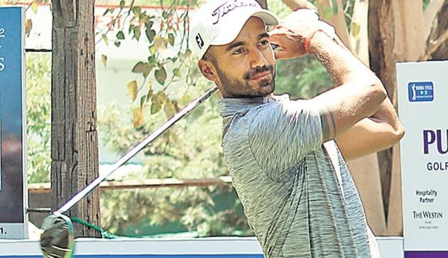 Samarth Dwivedi from Ahmedabad in action at the Poona Club Golf Course on Monday.(HT PHOTO)