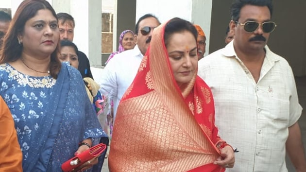 Dressed in a red and gold saree, Jaya Prada visited a temple, a mosque and a mausoleum before filing her papers. She is contesting the upcoming Lok Sabha elections from Rampur on a BJP ticket where she will go up against Samajwadi Party's Azam Khan.(HT Photo)