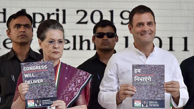 Congress President Rahul Gandhi and senior Congress leader Sonia Gandhi releasing the party manifesto for the upcoming Lok Sabha election, New Delhi, April 2(Ajay Aggarwal/HT PHOTO)