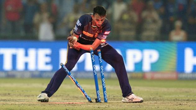 Kolkata Knight Riders' cricketer Prasidh Krishna tries to dismiss Delhi Capitals' cricketer Prithvi Shaw.(AFP)