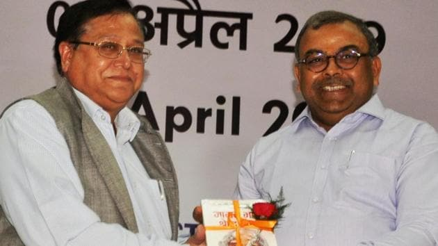 Dr VK Saraswat ( left), former chairman of DRDO and a member of Niti Aayog was in Dhanbad for an event on Tuesday, April 2, 2019.(Bijay / HT Photo)