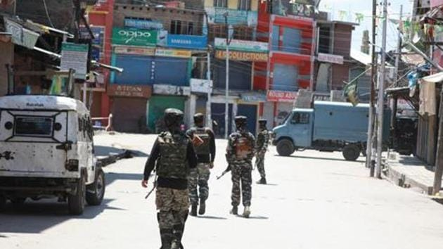 Gunmen had looted four AK-47 rifles from the official residence of Congress legislator, Mohammad Muzuffar Parray, at Jawahar Nagar in Srinagar after allegedly overpowering a security guard on December 30, 2018. The senior Congress leader was not present in his house at the time of the robbery.(HT FILE PHOTO)