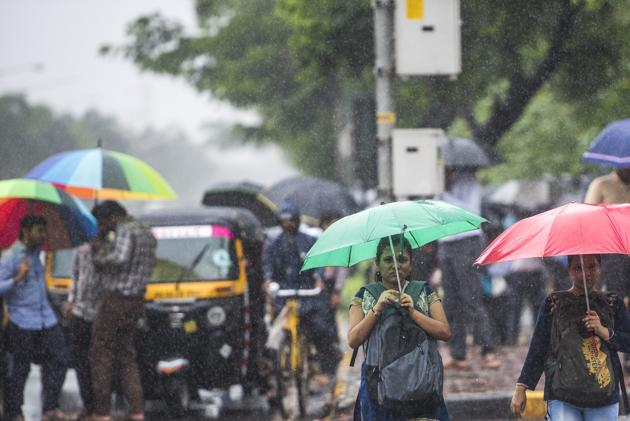 According to Skymet forecast, for Mumbai, the southwest monsoon will be delayed and is expected to set in by the second half of June. The intensity [of rain] throughout the season will not be as high as it has been over the past few years.(Pratik Chorge/HT File)