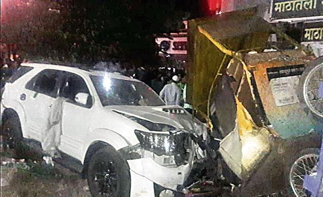 The driver lost control of the car, which climbed over a crowded footpath in Gangadham area near Market Yard.(HT/PHOTO)