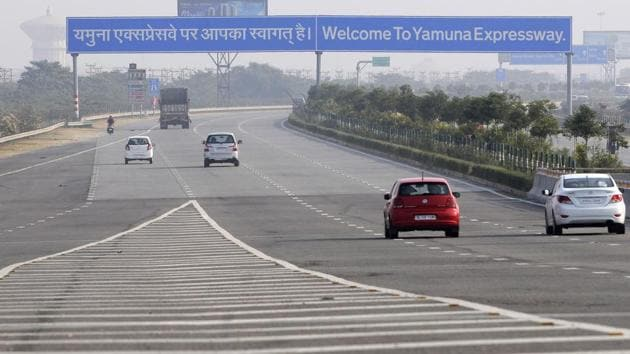 Dividers were one of the causes of accidents on the Yamuna Expressway, according to a report of IIT-Delhi.