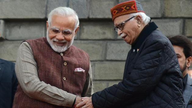Prime Minister Narendra Modi with Lal Krishna Advani.(HT file photo)