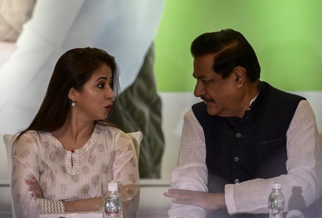 Urmila Matondkar and Congress leader Prithviraj Chavan, during a press conference at Worli on Thursday.(Kunal Patil/HT Photo)