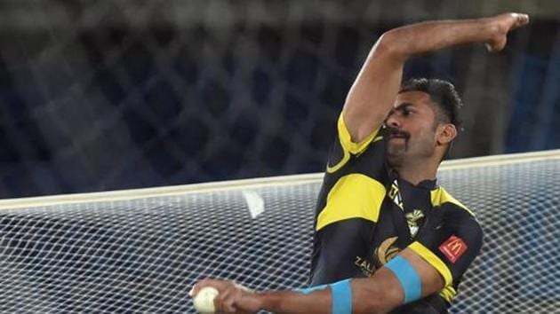 Wahab Riaz of Peshawar Zalmi practices during a training session at the National Cricket Stadium in Karachi on March 24, 2018, ahead of the Pakistan Super League final Peshawar Zalmi vs Islamabad United.(AFP)