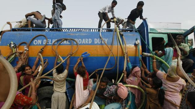 While the government has been carrying out work to lay the pipelines in various areas, especially in unauthorised colonies, the BJP said little is being done to address the water shortage.(HT Photo)