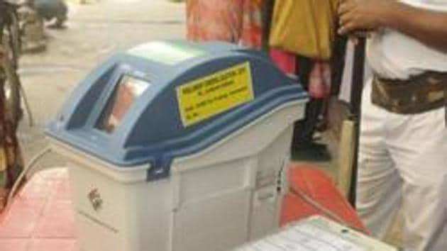 Kolkata, India - March 19, 2019: A view of an EVM (Electronic Voting Machine) and VVPAT (Voter Verifiable Paper Audit Trail), near Shyambazar AV School, in Kolkata, West Bengal, India, on Tuesday, March 19, 2019. Directed by District Election Officer, as part of an awareness programme, officials show EVMs and VVPATs to people. (Photo by Samir Jana / Hindustan Times)(Samir Jana / Hindustan Times)