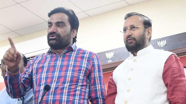 Rashtriya Loktantrik Party MLA from Khinvsar, Hanuman Beniwal announced an alliance with the BJP for the LS polls, April 4, 2019.(HT Photo)