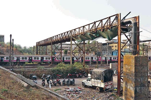 The water pipeline passes over the tracks and crosses the service road parallel to the tracks on the west side of Kopar station. Hundreds of trains pass under the bridge every day.(Ht Photo)