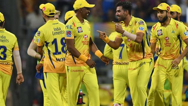 Deepak Chahar (3R) celebrates with teammates after taking the wicket of Mumbai Indians batsman Quinton de Kock.(AFP)
