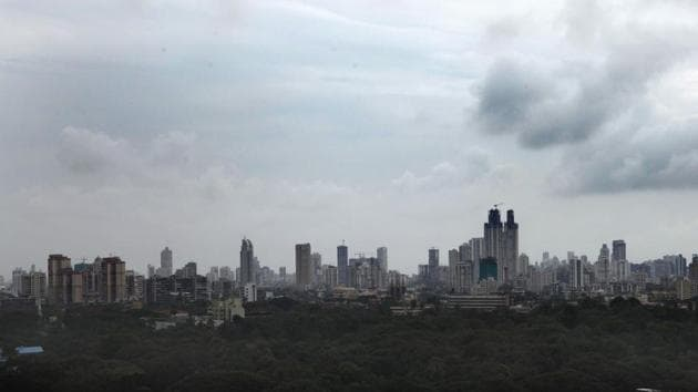 The Maharashtra Pollution Control Board (MPCB) has submitted air pollution mitigation plans for 17 cities in the state four months after the deadline, the Central Pollution Control Board (CPCB) said.(HT File Photo)