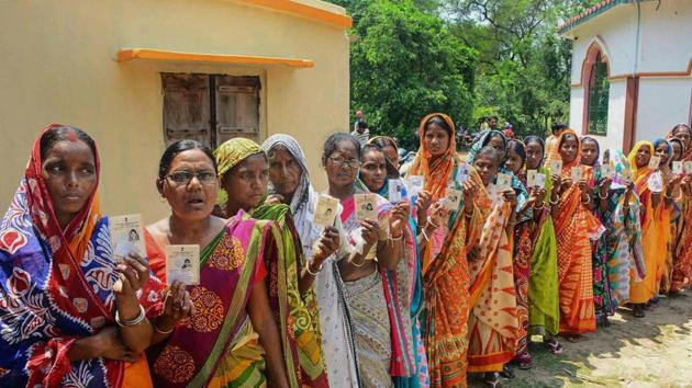 West Midnapore: Women stand in a queue to cast their vote for Panchayat election at a polling station in West Midnapore district of West Bengal on Monday.( PTI Photo) (PTI5_14_2018_000036B)(PTI)
