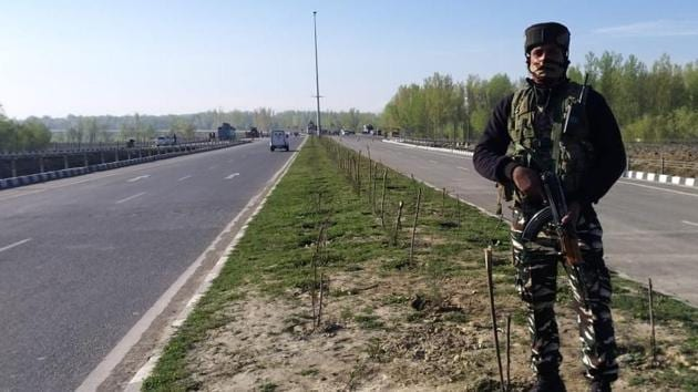 Army, police and CRPF personnel have been deployed at all intersections leading to the highway to ensure that civilian traffic does not interfere with movement of convoys of security forces.(Waseem Andrabi/HT Photo)