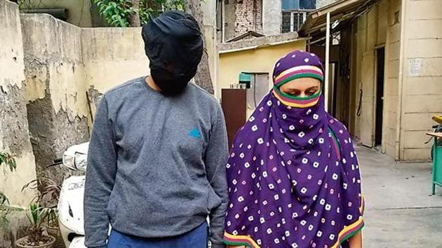 Ramanjeet Kaur, alias Rinkle. With Ramneek Singh after their arrest last month.(Delhi Police)