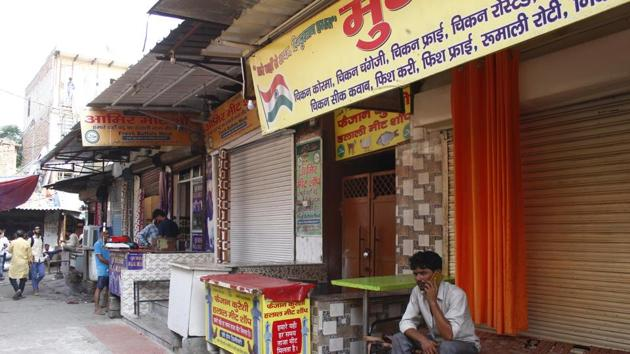 An FIR was registered based on a video, shared multiple times on social media, in which members affiliated to a right-wing group could be seen pulling down shutters and demanding closure of meat shops in Dundahera near Udyog Vihar.(Yogendra Kumar/HT File PHOTO)