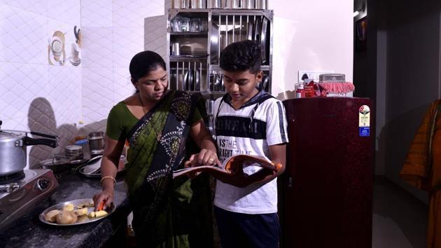 Shubhangi Jirapure with her son Om.(Anshuman Poyrekar/HT Photo)