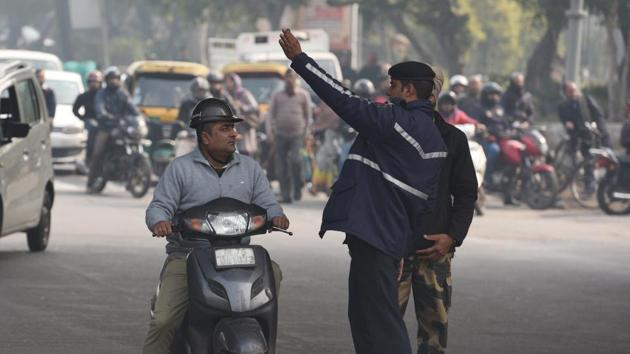 The Delhi traffic police organised an awareness campaign to sensitise citizens about road safety rules, the importance of the golden hour and Good Samaritan laws on the occasion of World Health Day on Sunday.(Raj K Raj/HT File PHOTO)
