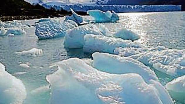 Glaciers are losing 369 billion tonnes of snow, ice per year due to global warming.(Getty)