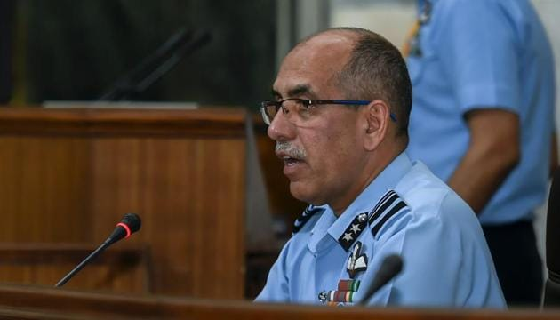 Air Vice Marshal RGK Kapoor addresses a press conference at South Block in New Delhi, April 8, 2019. The IAF released radar images which show a Pakistani F-16 vanishing in a matter of eight seconds(PTI)