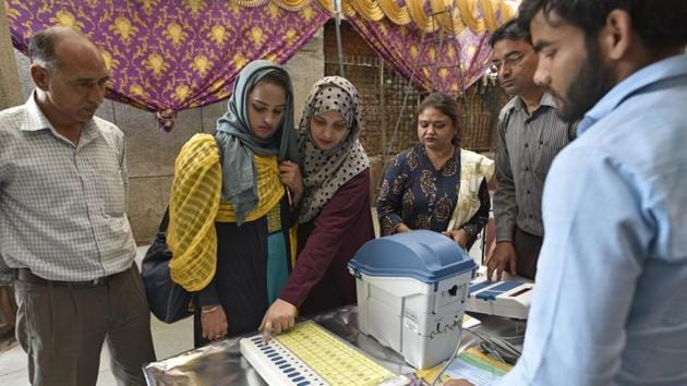 New Delhi, India - March 27, 2019: Election Commission officials give a demonstration of Electronic Voting Machine (EVM) and Voter Verified Paper Audit Trail (VVPAT) machines that will be used in the upcoming Lok Sabha elections, at Daryaganj, in Delhi, India, on Wednesday, March 27, 2019. (Photo by Sanchit Khanna / Hindustan Times)(Sanchit Khanna/HT PHOTO)