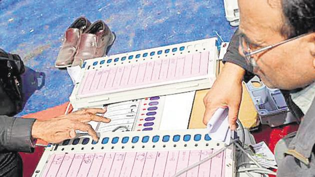 Uttar Pradesh will go to polls in all the seven phases starting April 11. The counting of votes will take place on May 23.(Hindustan Times)