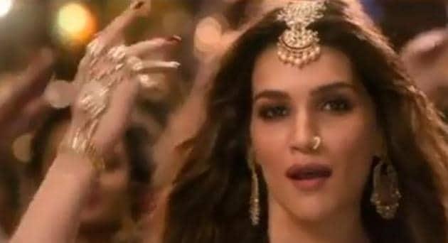 Kriti Sanon in a still from Kalank song Aira Gaira.