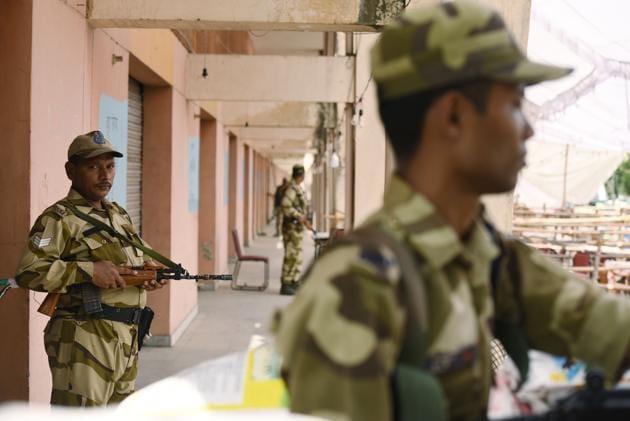 Tight security outside EVM strongroom.(Virendra Singh Gosain/HT PHOTO)