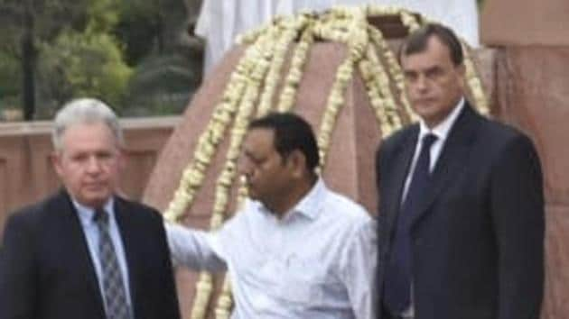 British High Commissioner to India Dominic Asquith with his deputy Andrew Ayre at Jallianwala Bagh National Memorial on Saturday to pay tribute to the martyrs of 1919 massacre.(HT photo/Sameer Sehgal)