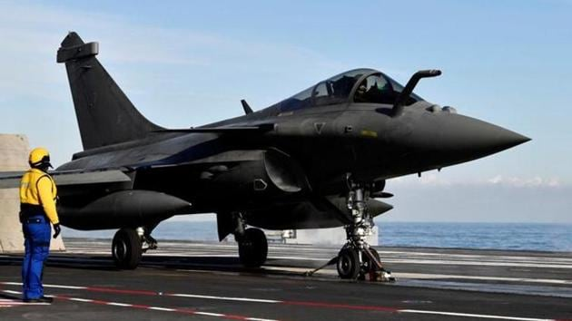The Congress has been raising the Rafale fighter jet deal on a regular basis in its electoral campaign against the BJP.(REUTERS)