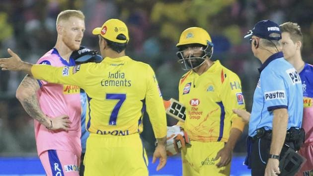 Players of Chennai Super Kings', in yellow, and Rajasthan Royals discuss with an umpire over a No Ball.(AP)