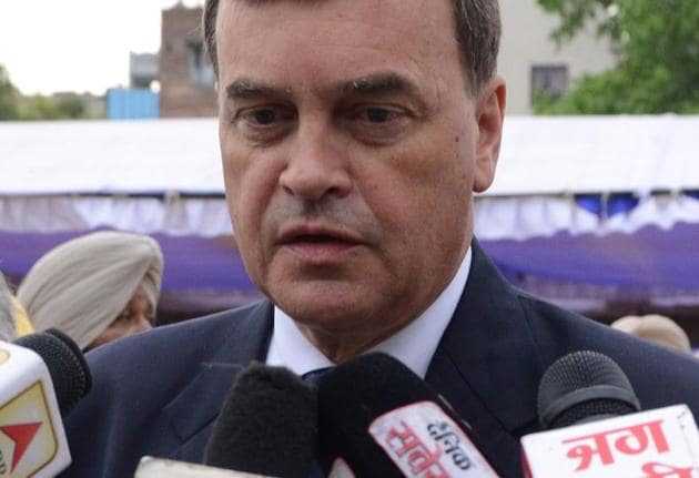 British High Commissioner to India Dominic Asquith (C) speaks to the media after laying a wreath in tribute on the 100th anniversary of the Jallianwala Bagh massacre at the Jallianwala Bagh martyrs memorial in Amritsar on April 13, 2019.(AFP)
