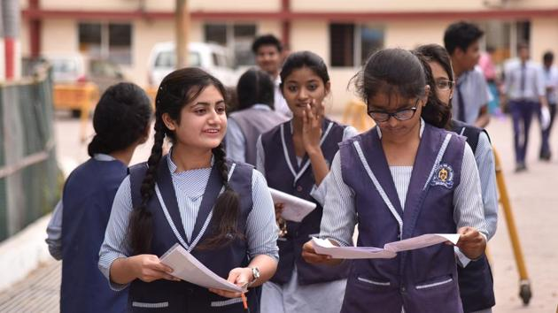 Chapters on democracy and diversity in the Class 10 social science syllabus for the 2019-2020 session will not figure in the final exams, the Central Board of Secondary Education (CBSE) has decided.(Mujeeb Faruqui/HT file)