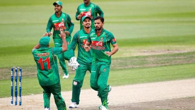 Mashrafe Mortaza (C) of Bangladesh celebrates with team mates after the wicket of Martin Guptill of New Zealand during the second One Day International match between New Zealand and New Zealand and Bangladesh at Saxton Field on December 29, 2016 in Nelson, New Zealand.(Getty Images)