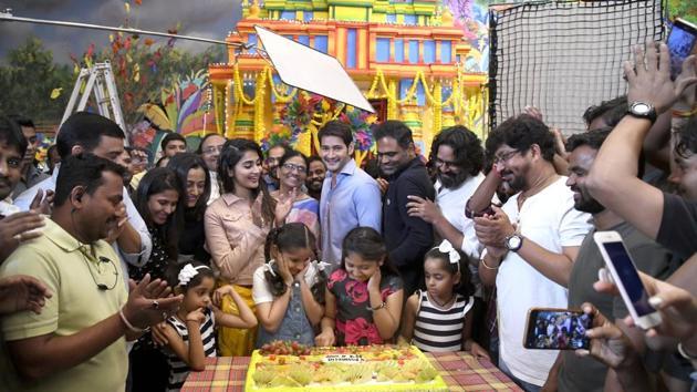 Mahesh Babu and Pooja Hegde star in Maharshi.(Twitter)