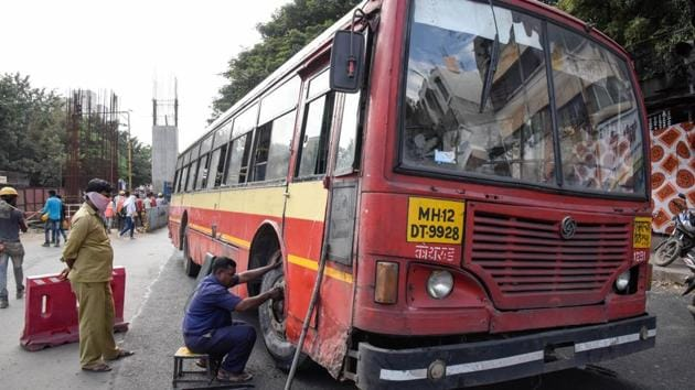 A report by Pune-based NGO Parisar points out that there is an increase in the number of bus breakdowns in the city.(HT/PHOTO)
