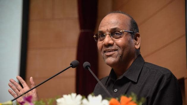 Sena's candidate and Union minister Anant Geete, who is looking for a seventh straight term in the Lok Sabha, is up against former state NCP chief and former state minister Sunil Tatkare again.(HT Photo)