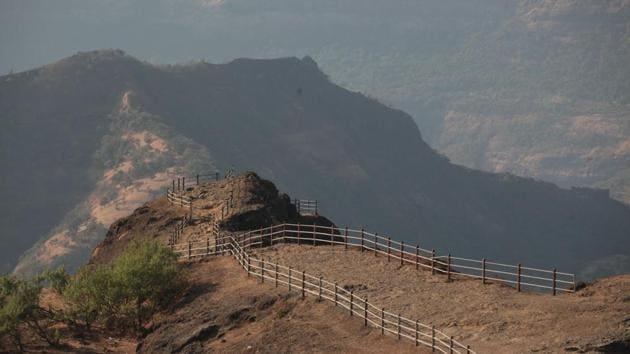Raigad constituency, about 130km from Mumbai, has six Assembly segments — Pen, Alibaug, Shrivardhan, Mahad, Dapoli and Guhaghar.(HT FILE)