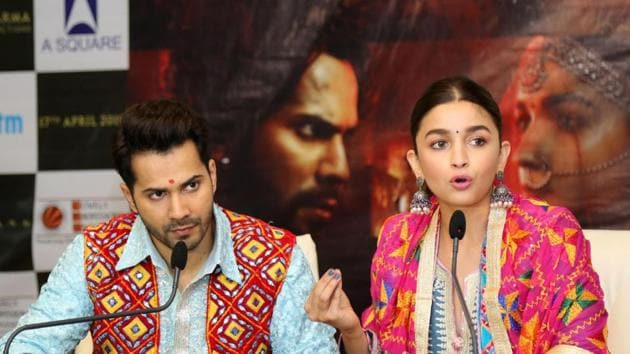 Alia Bhatt accompanied by actor Varun Dhawan, addresses during a programme to promote Kalank in Jaipur on April 11.(IANS)