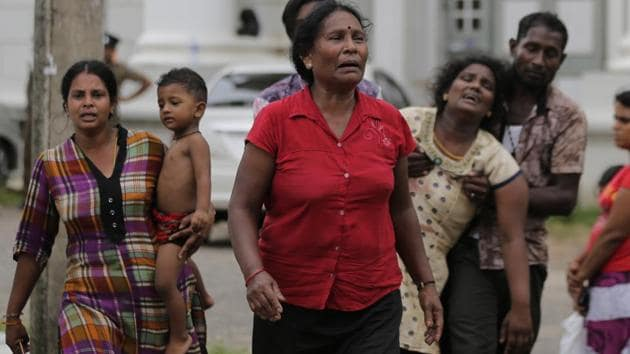 Relatives of a blast victim grieve outside a morgue in Colombo, Sri Lanka, Sunday, April 21, 2019.(AP photo)