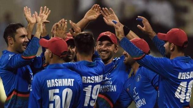 Afghan cricketer Mohammad Nabi (L) celebrates with teammates after he dismissed Sri Lanka's cricket team captain Angelo Mathews during the one day international (ODI) Asia Cup cricket match between Sri Lanka and Afghanistan at the Sheikh Zayed Stadium in Abu Dhabi on September 17, 2018.(AFP)